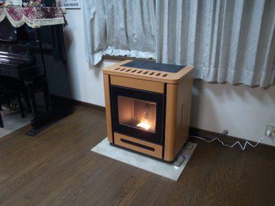 長野県安曇野市でPIAZZETTA社のペレットストーブ『P944』を設置(全館暖房システム採用)