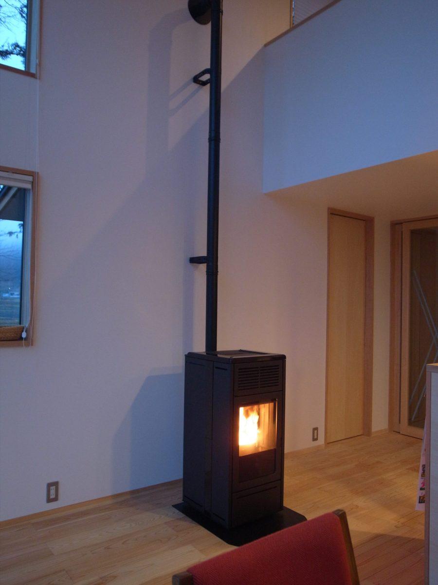 長野県白馬村にてエディルカミン社のペレットストーブ『NARA PLUS』設置(床下暖房システム)